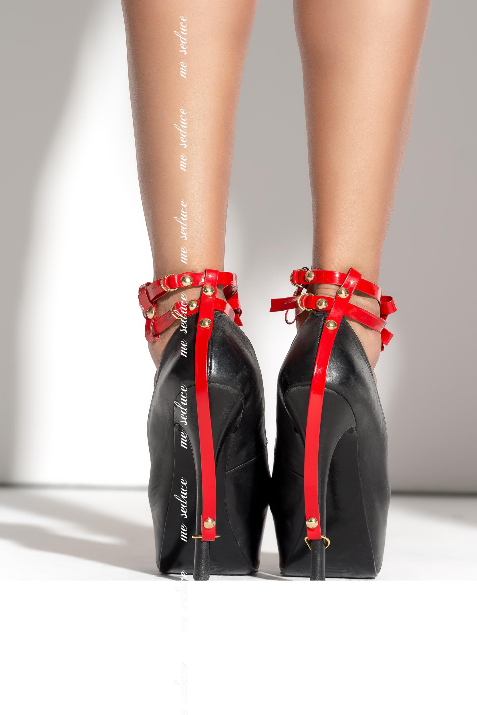 Korko kengät anaali seksiä